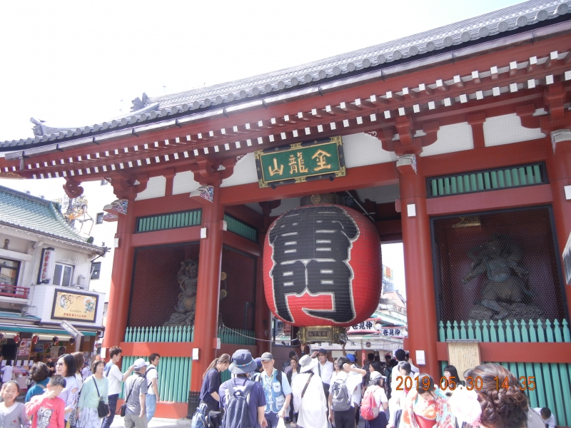 Asakakusa Kaminarimon gate in Senso-ji temple