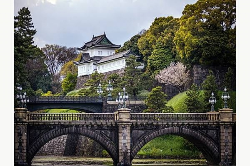 The Imperial family residence with the famous bridge «Nijyubashi»