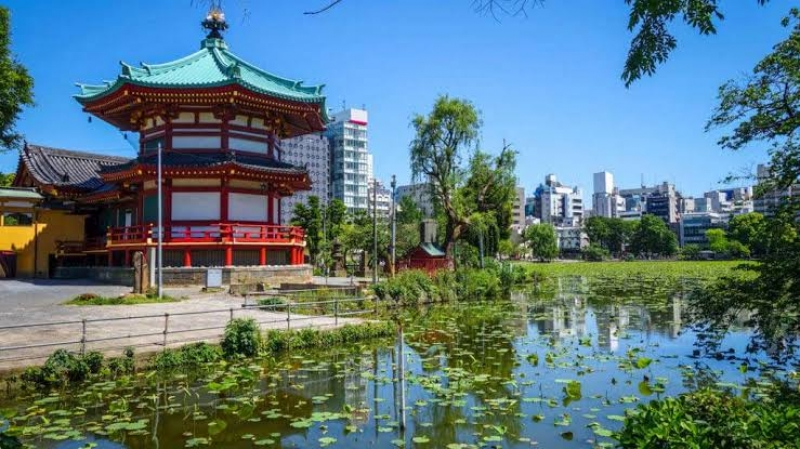 Ueno Shinobazu no Ike pond with the beautiful shrine