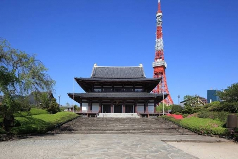 """The iconic Tokyo Tower and the old Temple """"Zojyoji"""""""