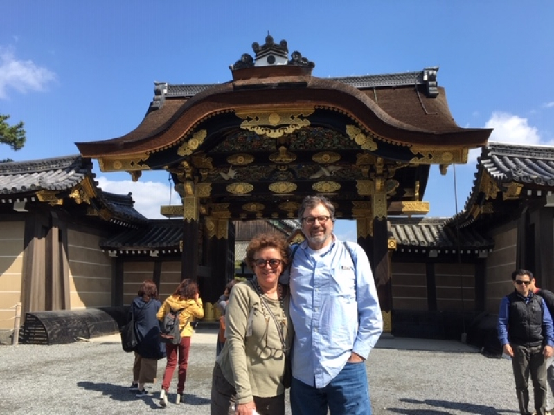 Lovely couple in front of the gate of Nijojo Castle's place
