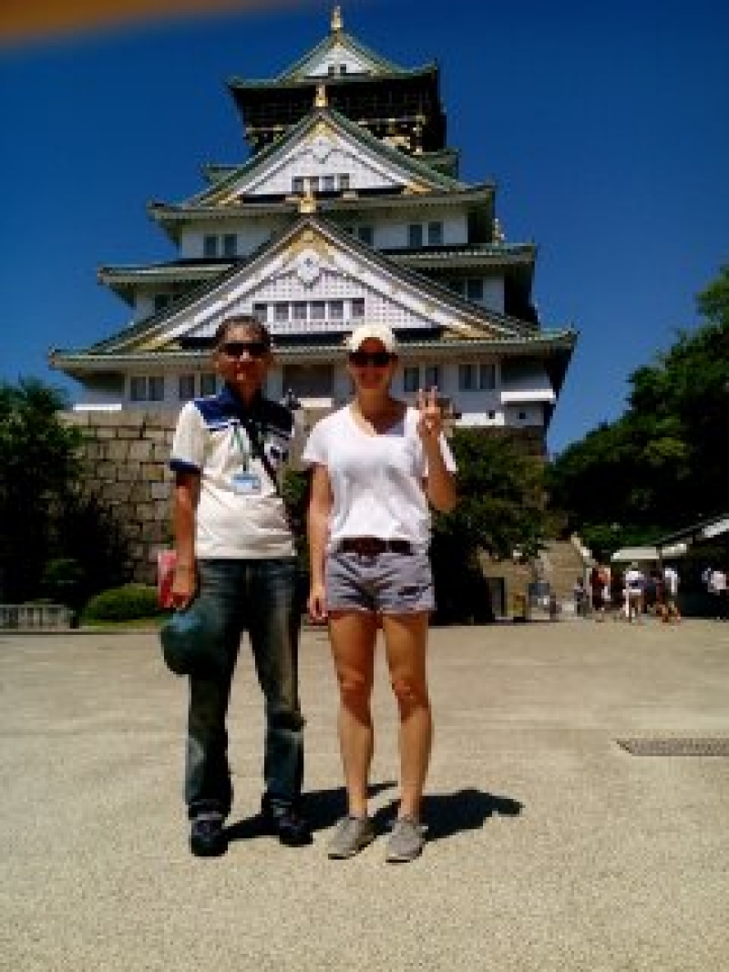 A lady from the United States in front of Osaka castle