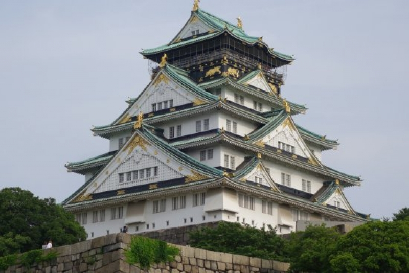 Osaka castle was built by Toyotomi Hideyoshi who ruled Japan fro 16 years (1582-1598). Present castle is 3rd generation reconstructed.