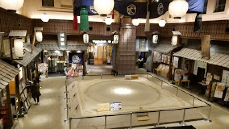 Ryogoku Edo Noren hosts nostalgic shopping and restaurant complex opened in November 2016. Based on the underlying concept of enjoying Edo-style cuisine, twelve different stalls offer Edo-inspired food, drink and local products. There are also Edo-related events from time to time, so keep your eyes opened.