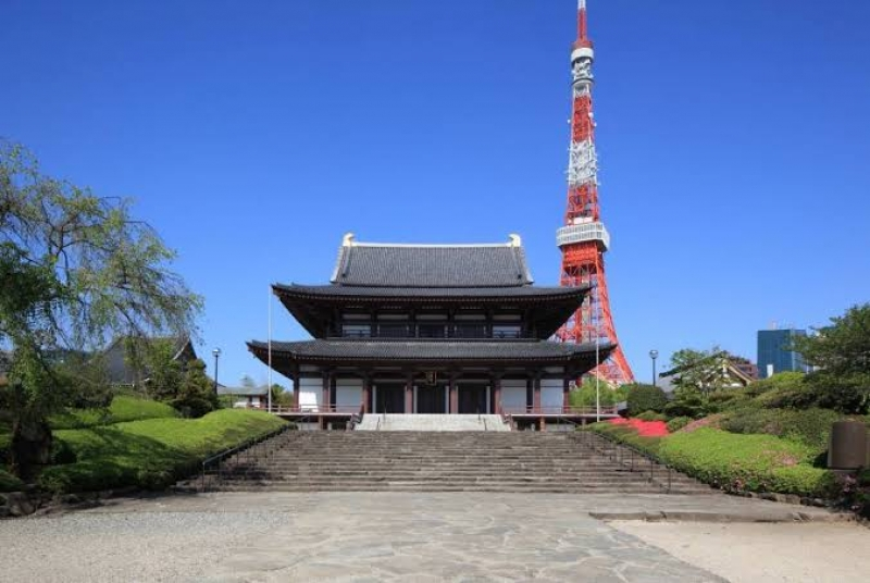 """The iconic Tokyo Tower and the old Temple """"Zojoji"""" Temple"""