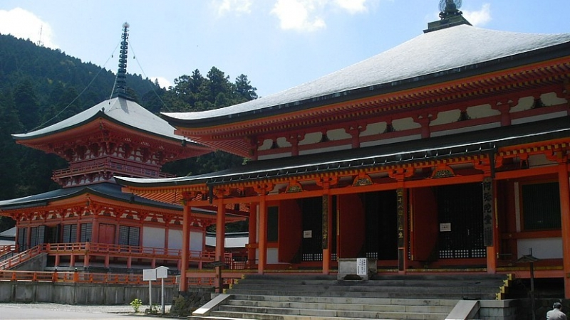 Enryakuji Temple...Located atop 848m-high Mt.Hiei and made up of three sections, Tōtō containing the most important building Kompon Chū-dō, Saito housing a sculpture of Historical Buddha and  Yokawa 4Km away