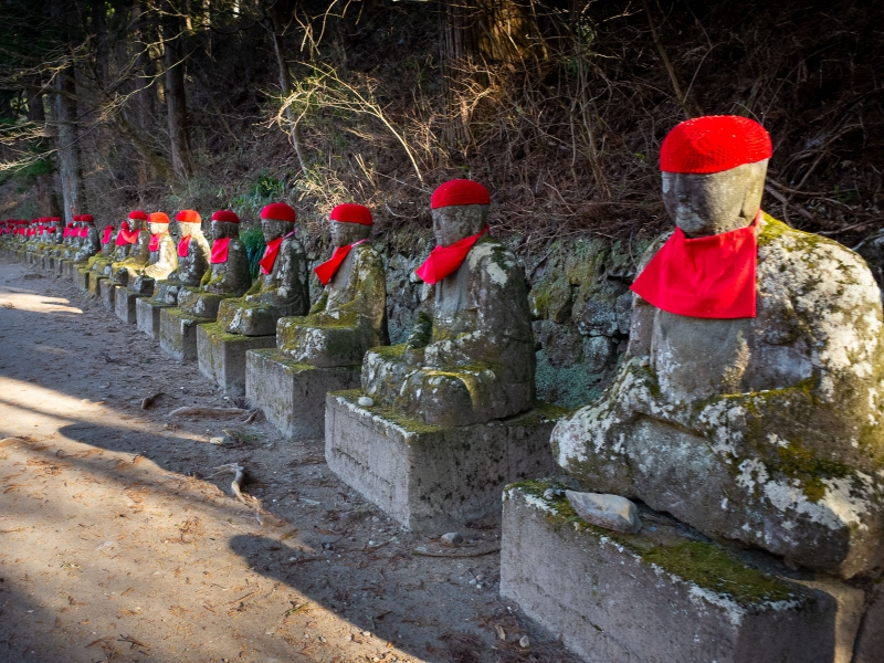 (option) Nice hiking to a row of about 70 stone statues of Jizo, Bodhisattva who care for the deceased.