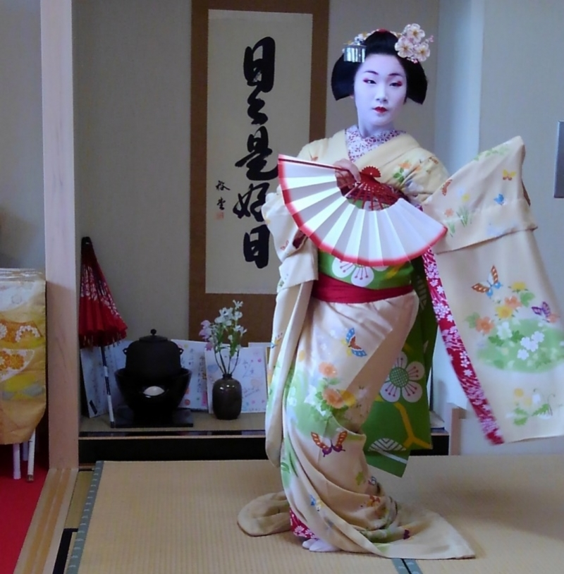 enjoy maiko dancing and Japanese cuisine at