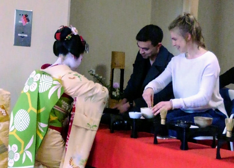 Let's enjoy tea ceremony with maiko at