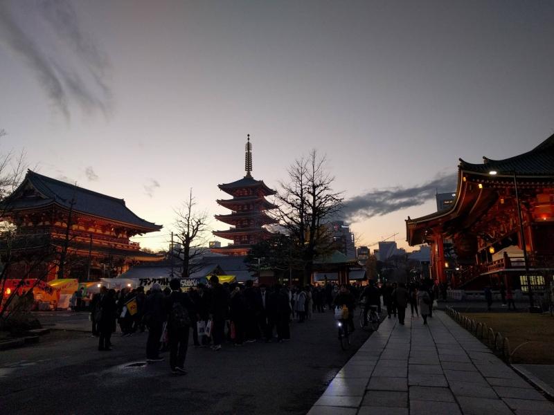 When the sun sets, a serene atmosphere returns to the Sensoji Temple in Asakusa.