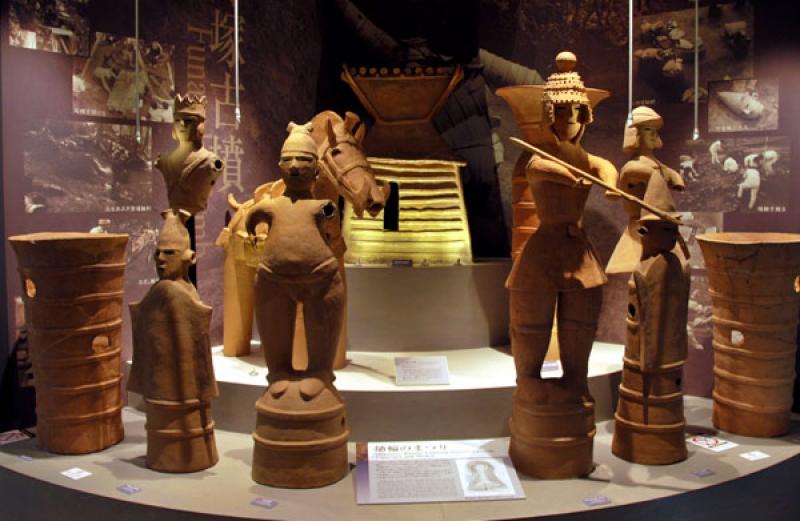 Relics of Burial Mounds in Meiji University Museum