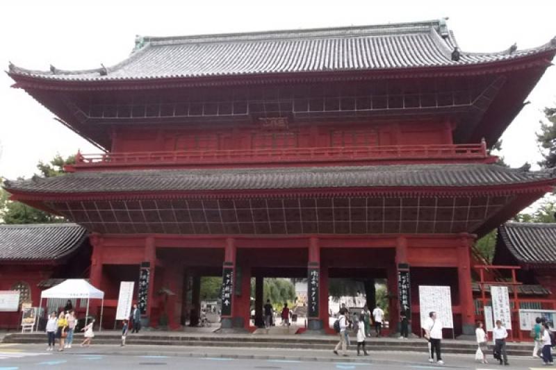 The impressive Sanmon Gate of Zojoji temple