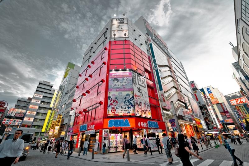 Si están interesados en la cultura moderna japonesa, se recomienda Akihabara. Akihabara ha sido conocido como el centro de la ciudad eléctrica, pero hoy también podemos disfrutar de varias culturas modernas, tales como Cafetería de Maid, los videojuegos y las exhibiciones de juguetes de plástico.   Foto: Akihabara