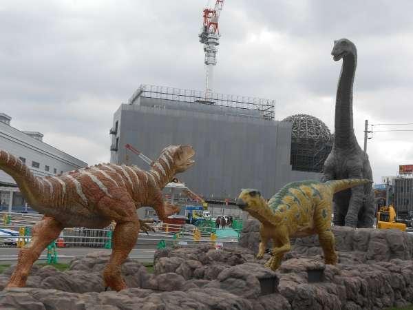 Models of dinosaurs at JR Fukui station.