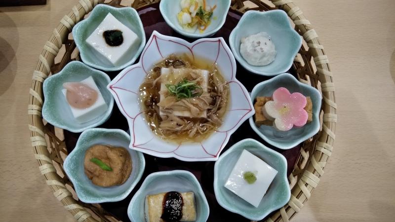 This shojin ryori plate depicts the world of mandala.