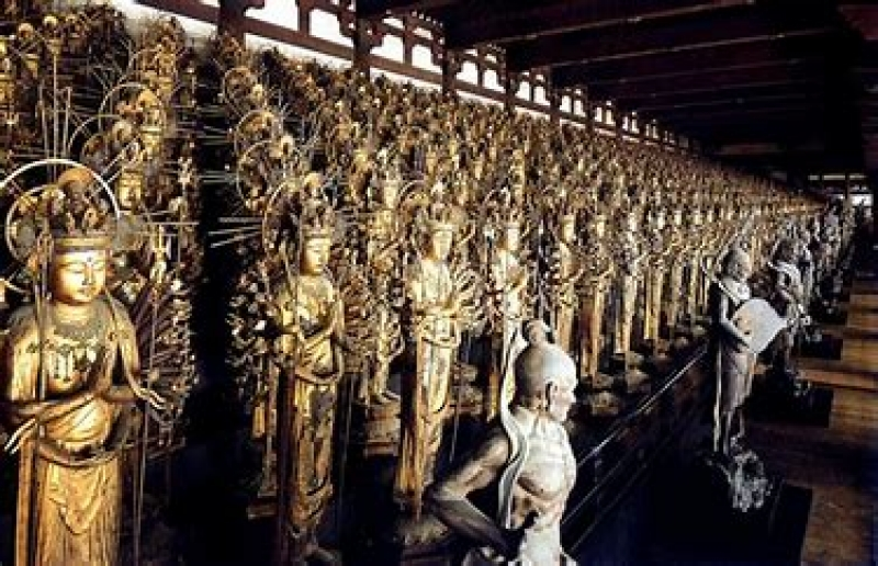 As many as 1,001 kannon, the Goddess of Mercy with 1,000 hands, at Sanjusangendo Temple