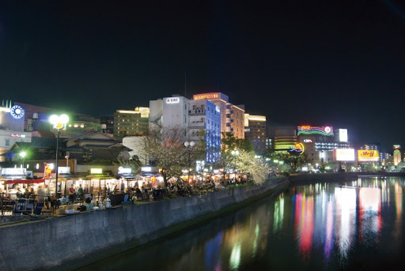 The Nakasu area is Fukuoka's entertainment heartland. Come nightfall, the area bursts with street traders, hustlers and locals all looking for night-time entertainment.