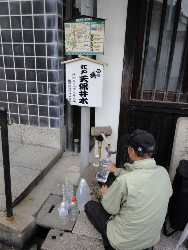 Local people are allowed to come and draw water from the wells of Sake makers. Well-water is free and open to everyone.