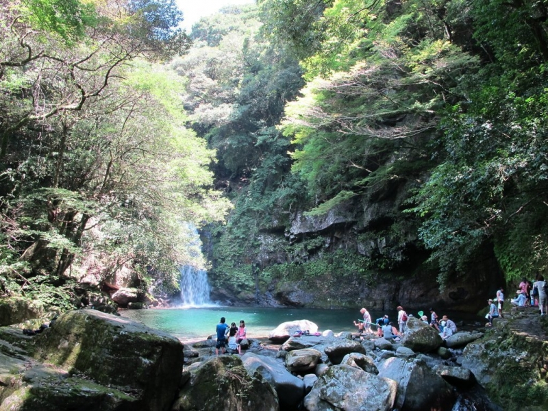 Todoroki Waterfall: 30 large and small waterfalls such as Todoroki Falls, Senryu Falls, Futami Falls, Yangyangi Falls, etc. The water here is soft and the temperature is kept at 14 ℃ throughout the year.