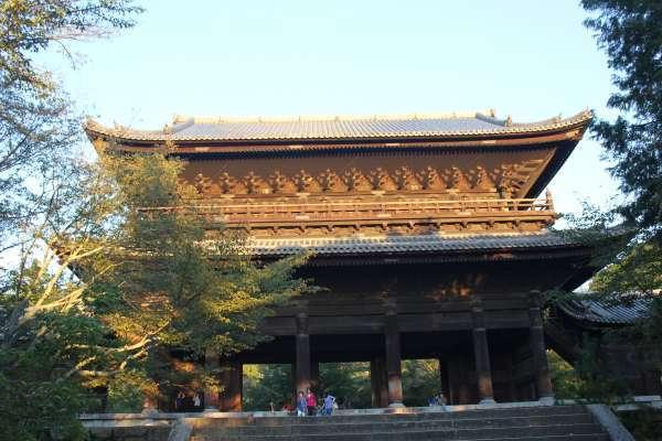 The huge San-mon gate.