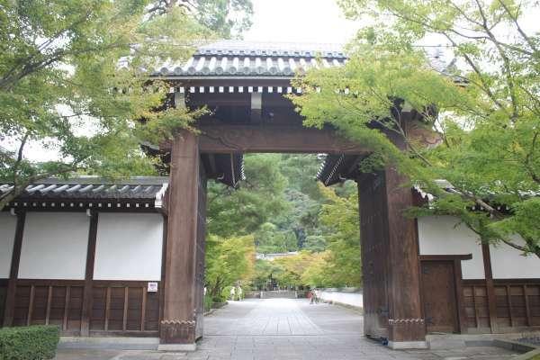 The entrance gate of Eikando.