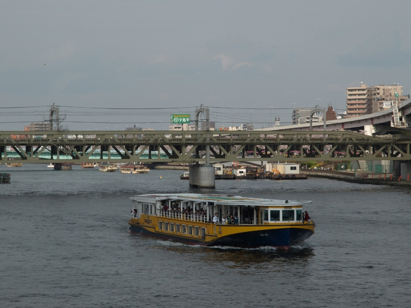 River boat connecting Asakusa and Hamarikyu Garden.  You can enjoy beautiful landscapes in the waterfront of Tokyo Bay for about forty minutes.