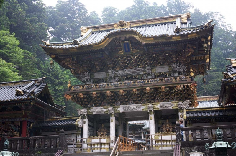Yomeimon Gate in Nikko Toshogu Shrine : It's decorated with more than 500 sculptures such as lions, dragons, phoenixes, and humans.