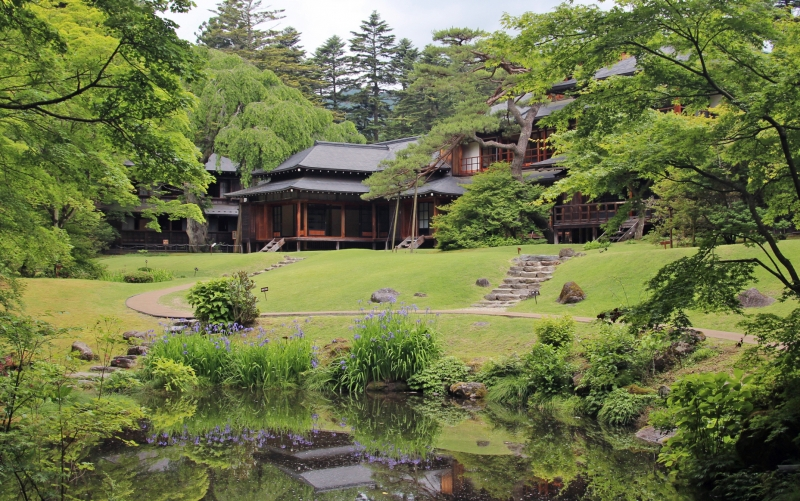 Tamozawa Imperial Villa Memorial Park : The building was originally built in 1899 as a villa for the crown prince Yoshihito, later Emperor Taisho (reign 1912~1926).  With 106 rooms, it's the largest wooden buildings in Japan.