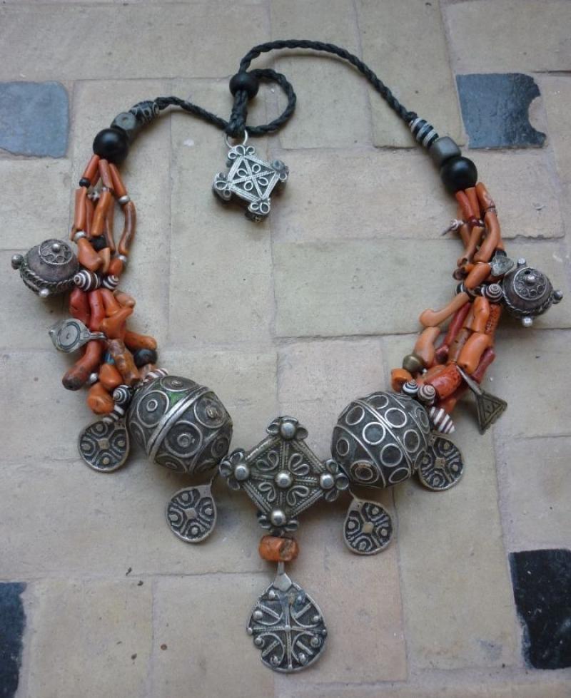 A silver necklace with precious  stones