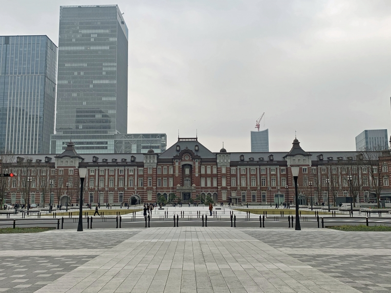 Tokyo station : It was built in 1914 as a central station in Tokyo.  Although the third floor was destroyed in W.W.Ⅱ, it was restored to the original appearance in 2012.  Tokyo Station Hotel has been operating in the building since 1915.