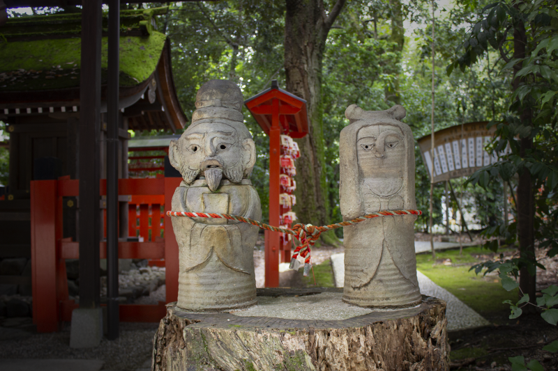 Couple statue for bounding forever