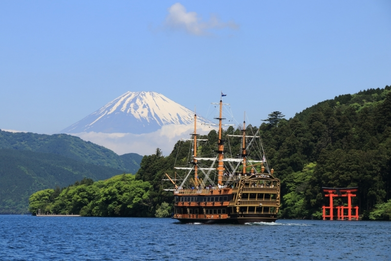 Cruising at Lake Ashi
