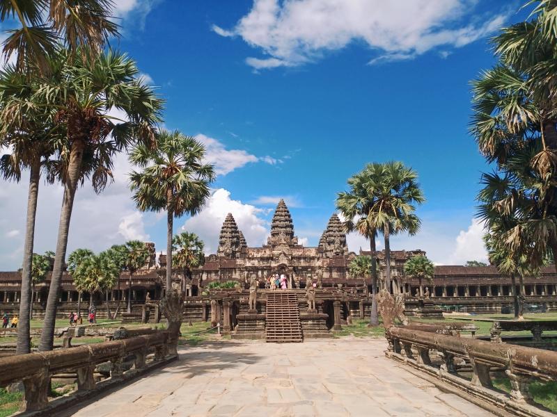 Causeway to Main buidling of Angkor Wat