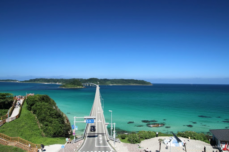 The 1,780 meter bridge is one of the longest toll-free bridges in Japan and is also well known as a location for TV commercials.