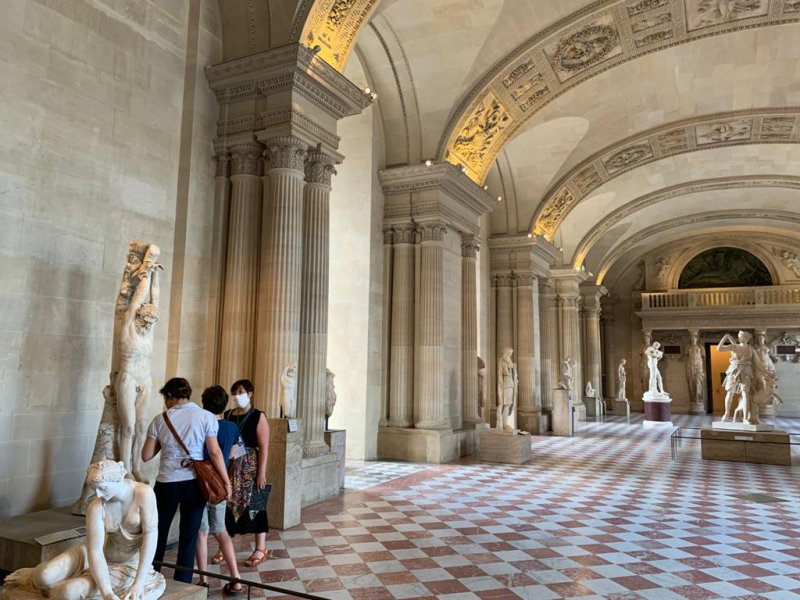 Paris-The Louvre Museum and Its Masterpieces