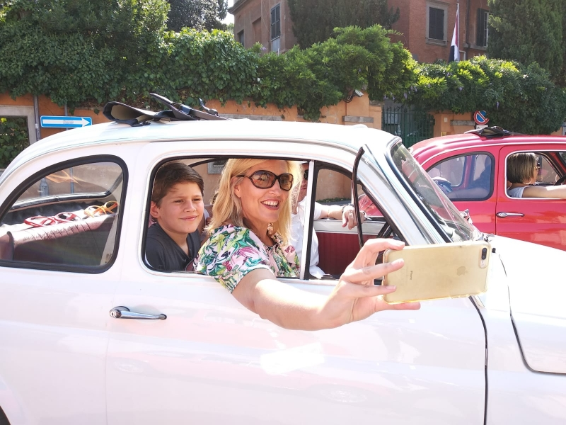 Enjoy  a chauffeured FIAT 500 tour in Rome. Make your life EXTRAORDINARY ;)