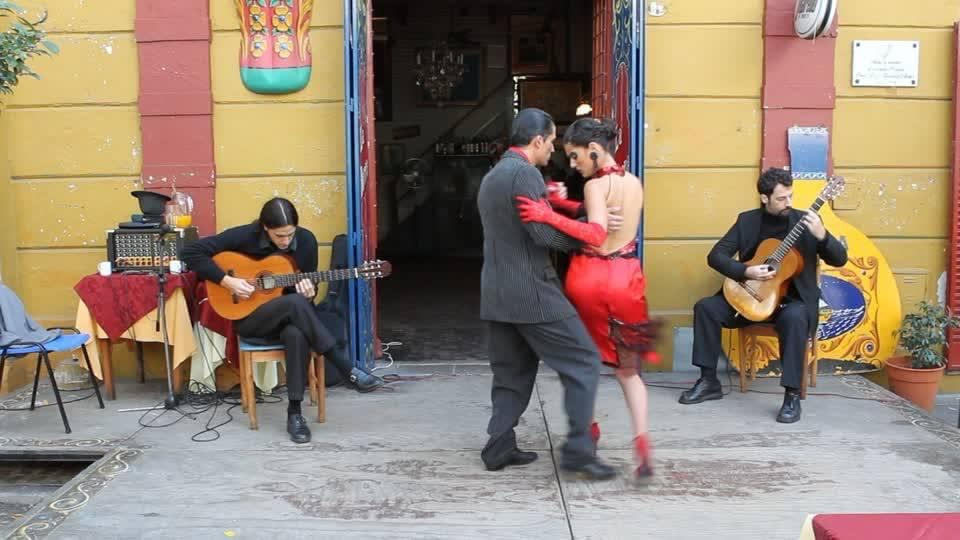 Street performers. Tango singers and dancers