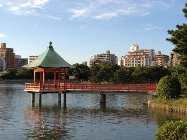 Ohori Park, a mecca of leisure activities for local citizens such as  jogging, walking and cycling.