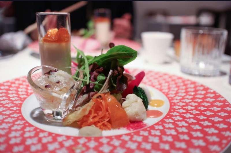 我推荐改建古民家的意大利菜店 。那个菜都好吃。请您尝一尝。