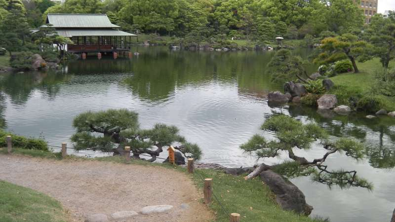 G5. Kiyosumi Garden (The pond and many precious shaped natural stones)