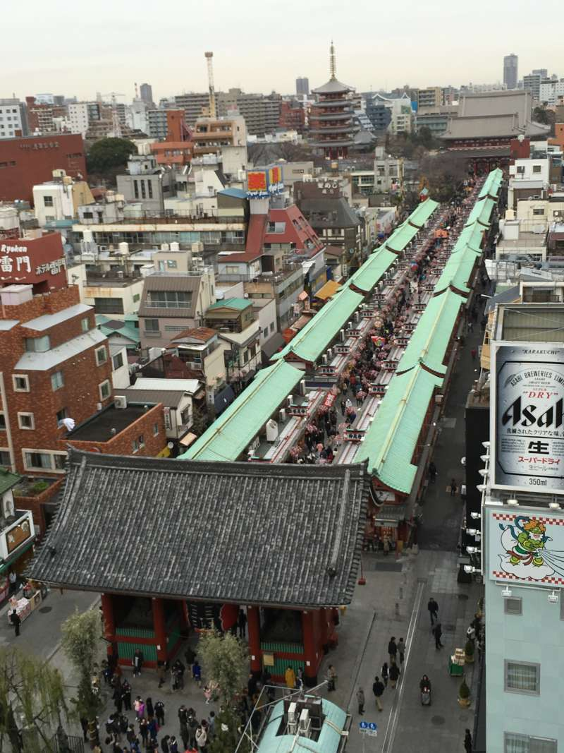 Nakamise street, 250-meter shopping street, is the main approach to the temple.