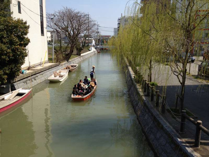 The typical scenery of Yanagawa.  You can see people enjoying the boat tour on the water way.