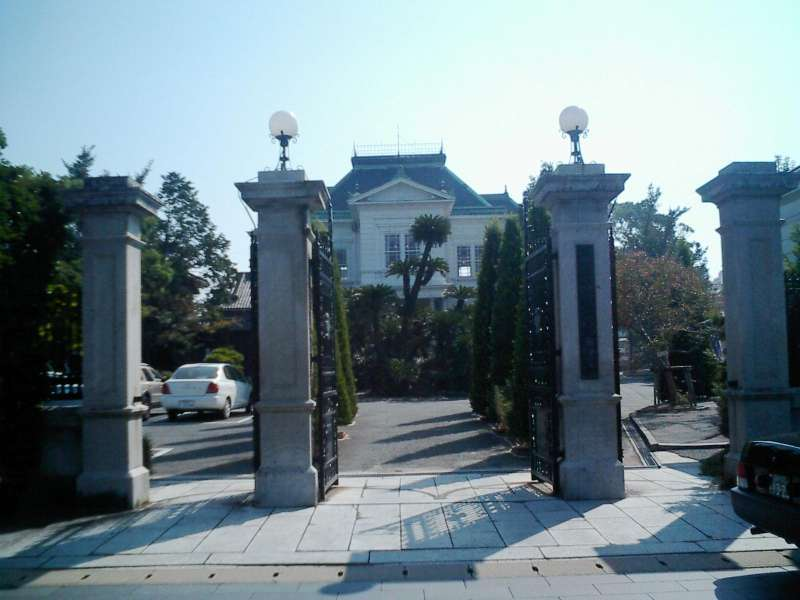 The main gate of Ohana, former residence of the local feudal lord.