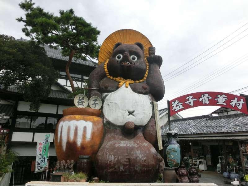 Mashiko's land mark (huge raccoon dog)