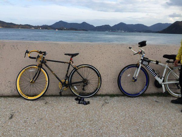 2. At the harbor parking lot in front of the station, you can rent a bicycle for 500 yen a day. You can rent a bicycle in the corner of the parking lot. Get on your bicycle and head for Shimanami Sea Route.
