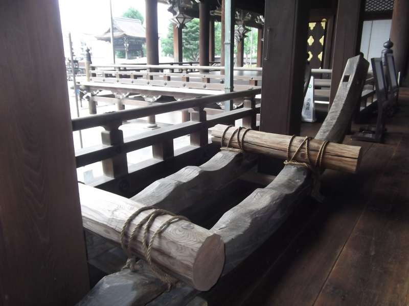 Sample of sledge in Higashi-Honganji temple used to transport building materials.