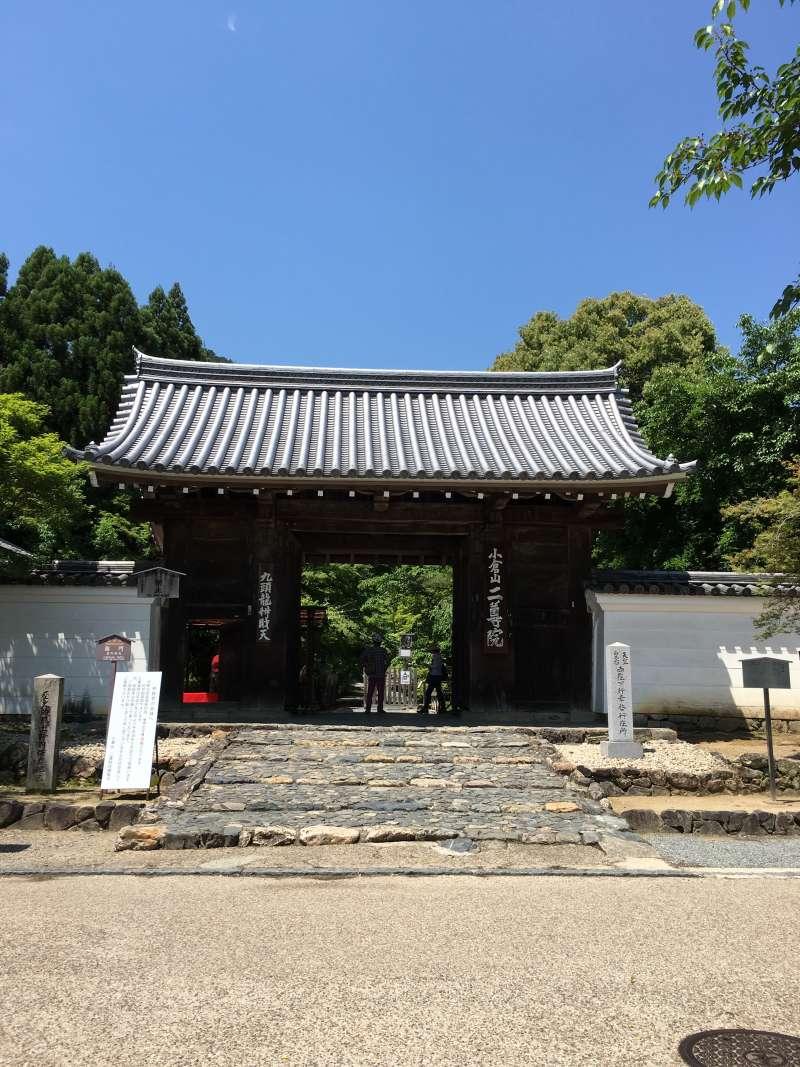 entrance of Nisonin Temple