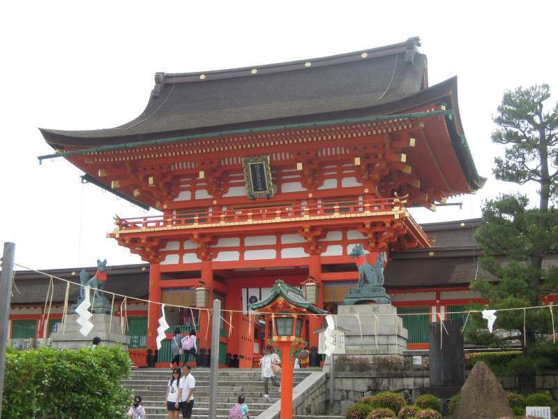 Main Gate to Fushimi Inari Grand Shrine with a pair of bronze guardian foxes