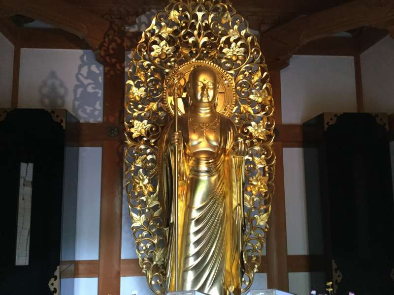 Hase-Dera Temple: Golden statue of Jizo Bosatsu