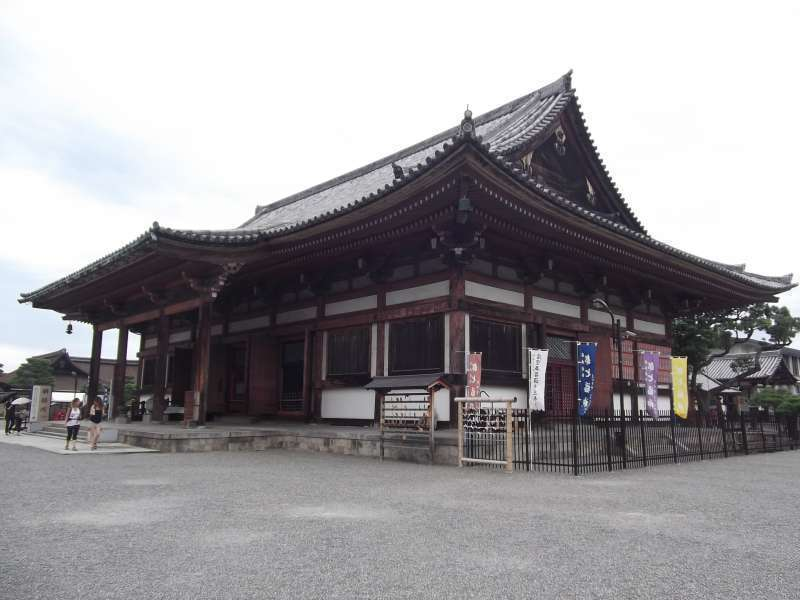 Jikido Hall at Toji temple. There are three huge Buddha statues which are undergoing repairs.
